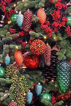 Byron Varvarigos - Christmas Tree Cheer