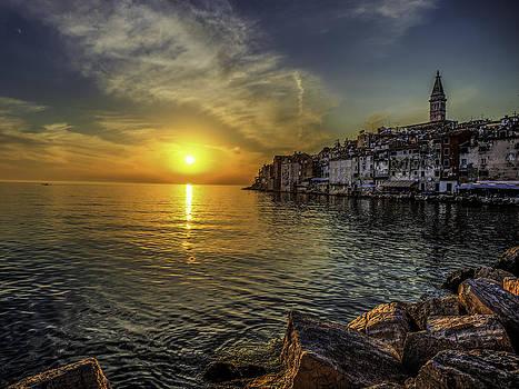 Cityscape at sunset by Valerii Tkachenko