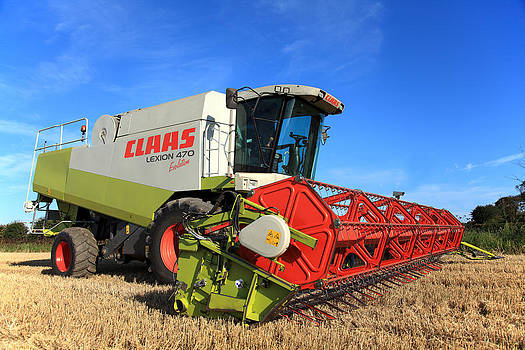 Claas Lexion 470 Evolution Combine Harvester by Paul Lilley