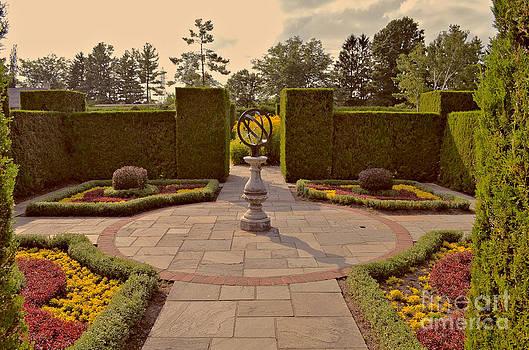 Classical Garden Niagara retro effect by Maria Janicki