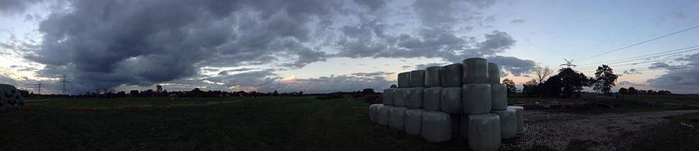 Stefan Kuhn - Cloudy Day on the Farm