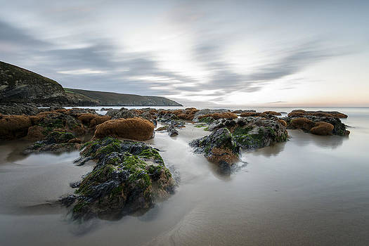 Cloudy morning at Rocky bay by M I