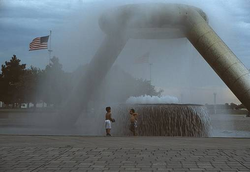 Jim Vansant - Cooling off in the Fountain I Hart Plaza Detroit