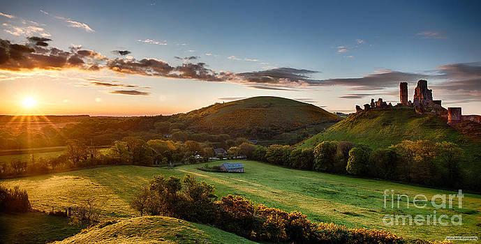 Simon Bratt Photography LRPS - Corfe Castle sunrise panoramic