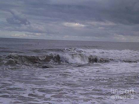 Crashing waves by Fergus Mitchell