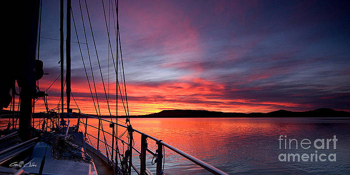 Crimson Sunrise wallpaper screensaver and photo download. by Geoff Childs