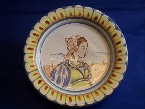 Dama verde su piatto by Daniela Johnson