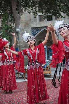 Dancers in red by Gordon  Grimwade