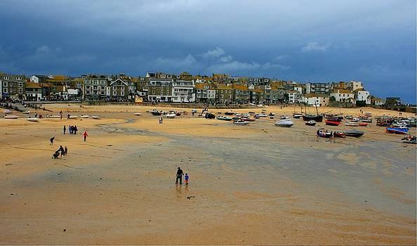 Deserted Sands by David Valentyne