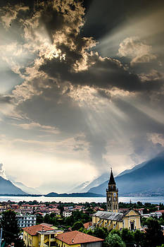 Domaso Sunrays by Jeffrey Teeselink