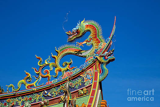 Fototrav Print - Dragon statue on traditional Taoist temple in Taiwan