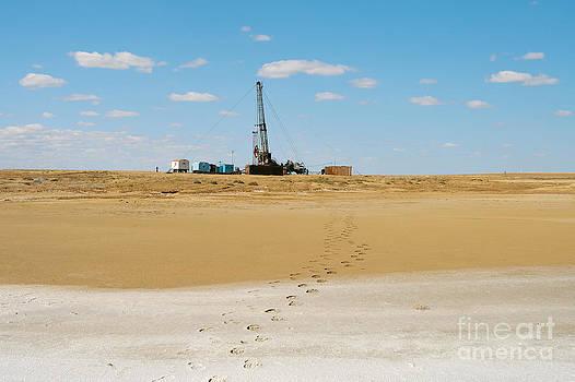 Drilling in the desert. by Alexandr  Malyshev