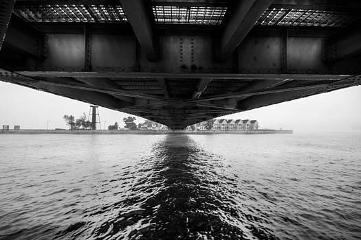 Duluth Lift Bridge by Tom Gort