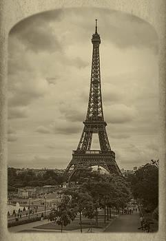 Debra and Dave Vanderlaan - Eiffel Tower