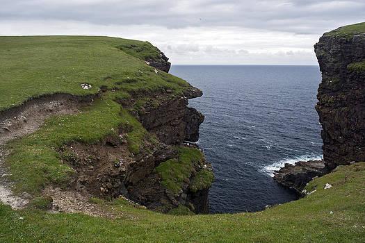 Eshaness Cliffs by Steve Watson