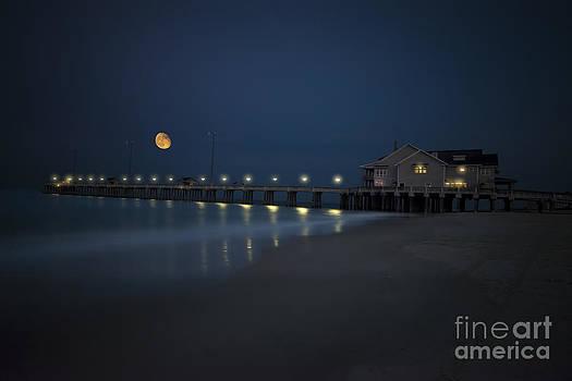 Dan Friend - Evening moon over Jennettes Pier Nags Head