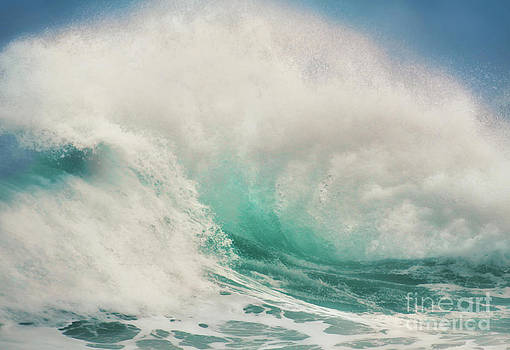 Explosion Wave  by Paulo Sezio De Carvalho