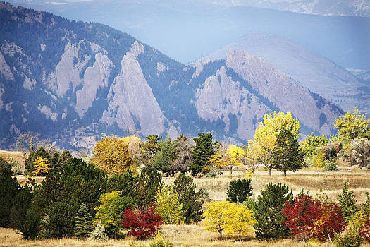 Marilyn Hunt - Fall Colors Along the Flatirons