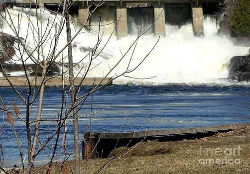 Gail Matthews - Falls view close
