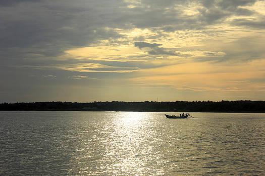 Fishing boat before sunset by Yusron Rohim