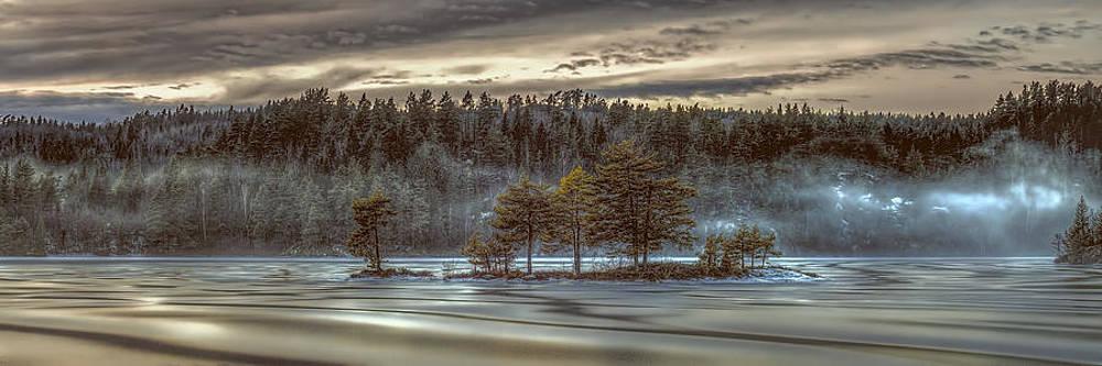 Foggy Lake Panorama by Erik Brede