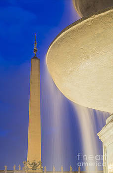Fountain and obelisk by Mats Silvan