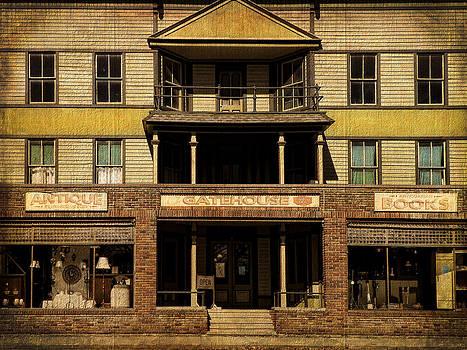 Pamela Phelps - Gatehouse Antique Shop