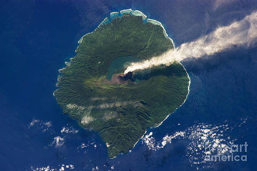 Science Source - Gaua Island