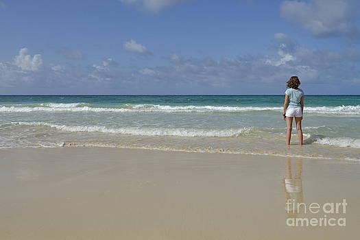 Sami Sarkis - Girl contemplating ocean from beach