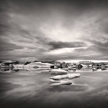 Glacier lagoon II by Frodi Brinks