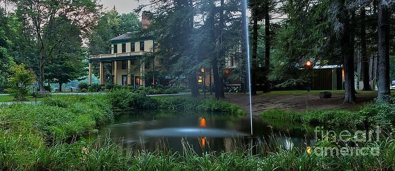 Adam Jewell - Glen Iris Inn And The Pond