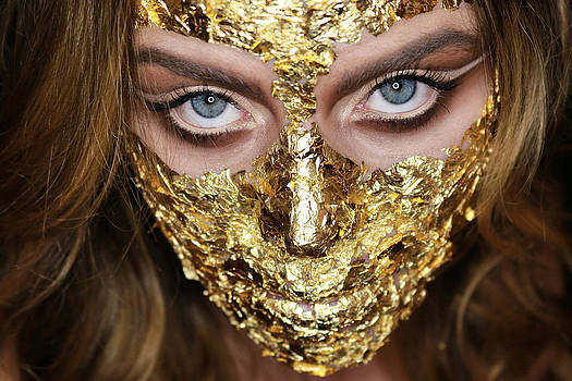 Golden Mask by Ran Yehezkel