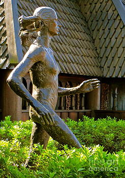 Grete Waitz Sculpture by Joy Hardee