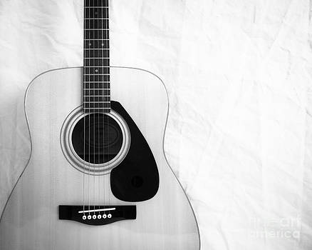 Sonja Quintero - Guitar Black and White