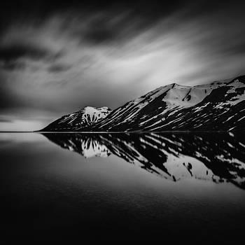 Hedinsfjordur by Frodi Brinks