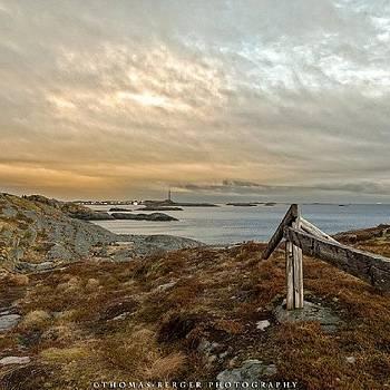 Henningsvær In by Thomas Berger
