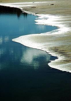 High tide  by Natalya Karavay