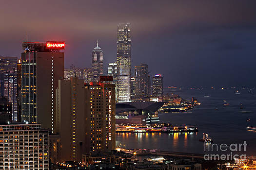 Hong Kong by Lars Ruecker