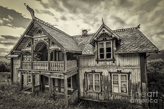 House of dreams and horrors by Jacki Soikis