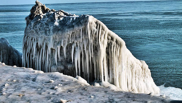 Ice Jaw by Slawek Sepko