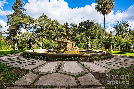Jamie Pham - Iconic Fountain