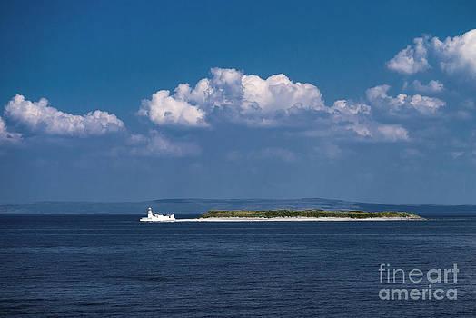 Irish Lighthouse  by Juergen Klust