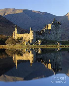 Kilchurn Castle by Derek Croucher