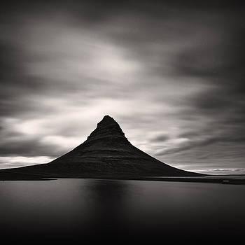 Kirkjufell I by Frodi Brinks