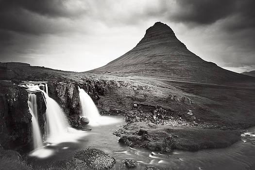 Kirkjufellfoss by Nina Papiorek