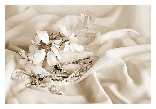 Une Collection de Dame   by Ajithaa Edirimane