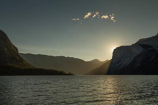 Lake Minnewaka  by Maik Tondeur