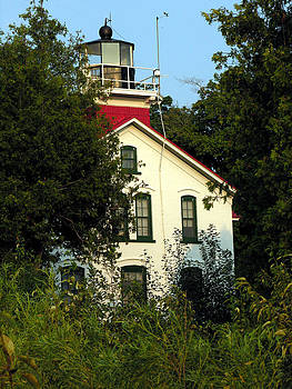 Robert Lozen - LAKE SUPERIOR LIGHTHOUSE 1