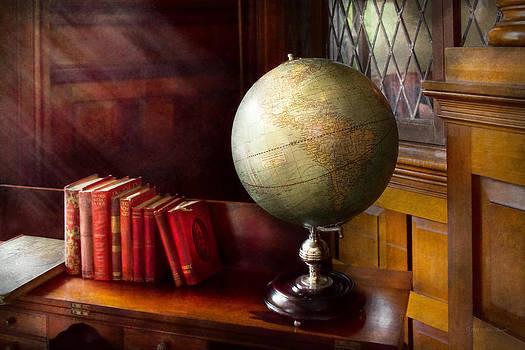 Mike Savad - Lawyer - A world traveler