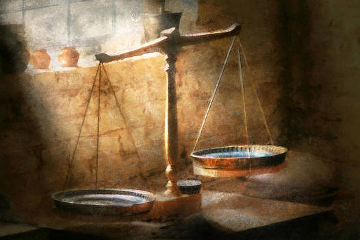 Mike Savad - Lawyer - Scale - Balanced law